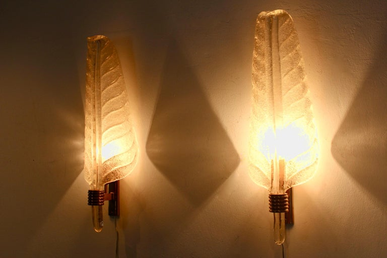 Glamorous Pair of Xl Murano 24kt Gold Flaked Glass Leaf Sconces, Barovier & Toso For Sale 1