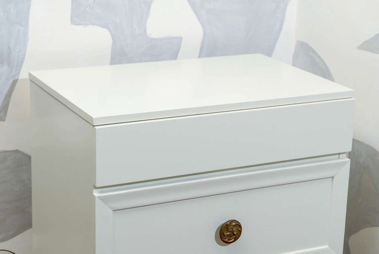 Mid-Century Modern Glamorous Restored Pair of Grosfeld House Style Commodes, circa 1940 For Sale