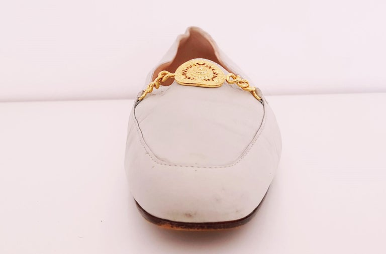 Glamour Boutique x Versace Leather Flat Ballerines with Golden Medallion. Size: 39 1/2 (EU) Length: 27.5 cm Width: 8 cm Heel height: 1 cm Made in Italy