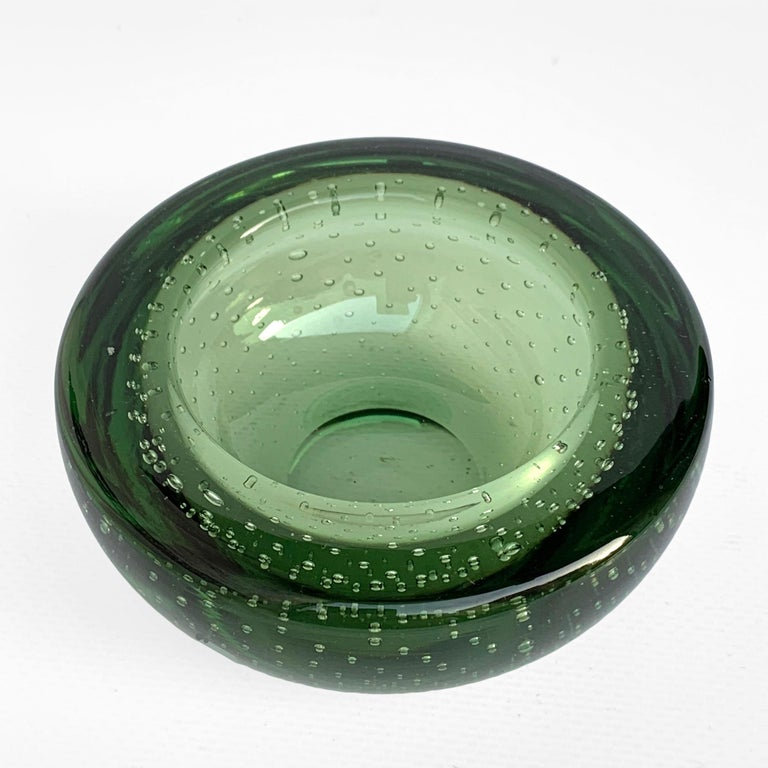 Mid-Century Modern Glass Bowl or Ashtray, Glass Sommerso Bullicante, Air Bubbles Murano Italy, 1960 For Sale
