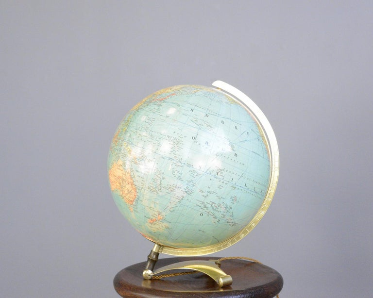 Glass Light Up Desk Globe, circa 1950s In Good Condition For Sale In Gloucester, GB