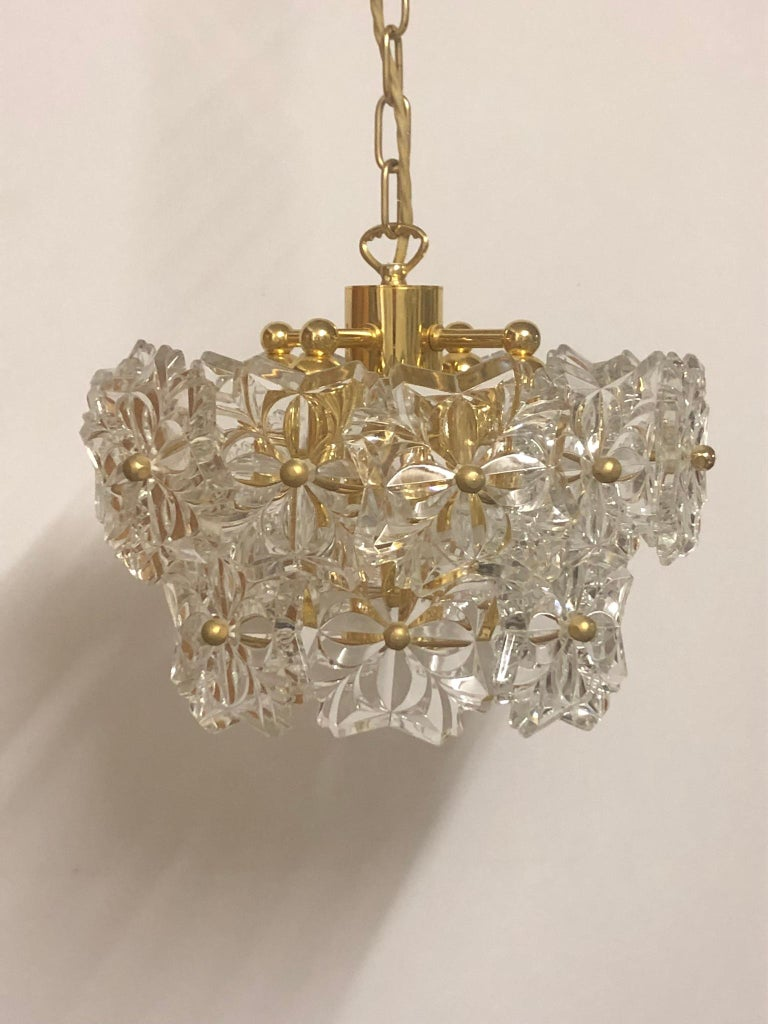 Wonderful Mid-Century Modern, high quality crystal chandelier by Kinkeldey, Germany, circa 1960s. This chandelier is made of flower crystal elements and brass frame. Socket: 4 x E14 and 1 x E27 (Edison) for standard screw bulbs. Perfect condition.
