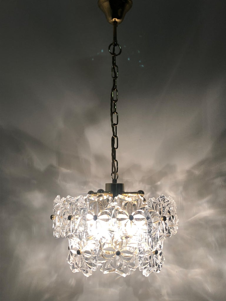 Glass Pendant by Kinkeldey, Brass and Flower Crystal, circa 1960s In Excellent Condition For Sale In Wiesbaden, Hessen