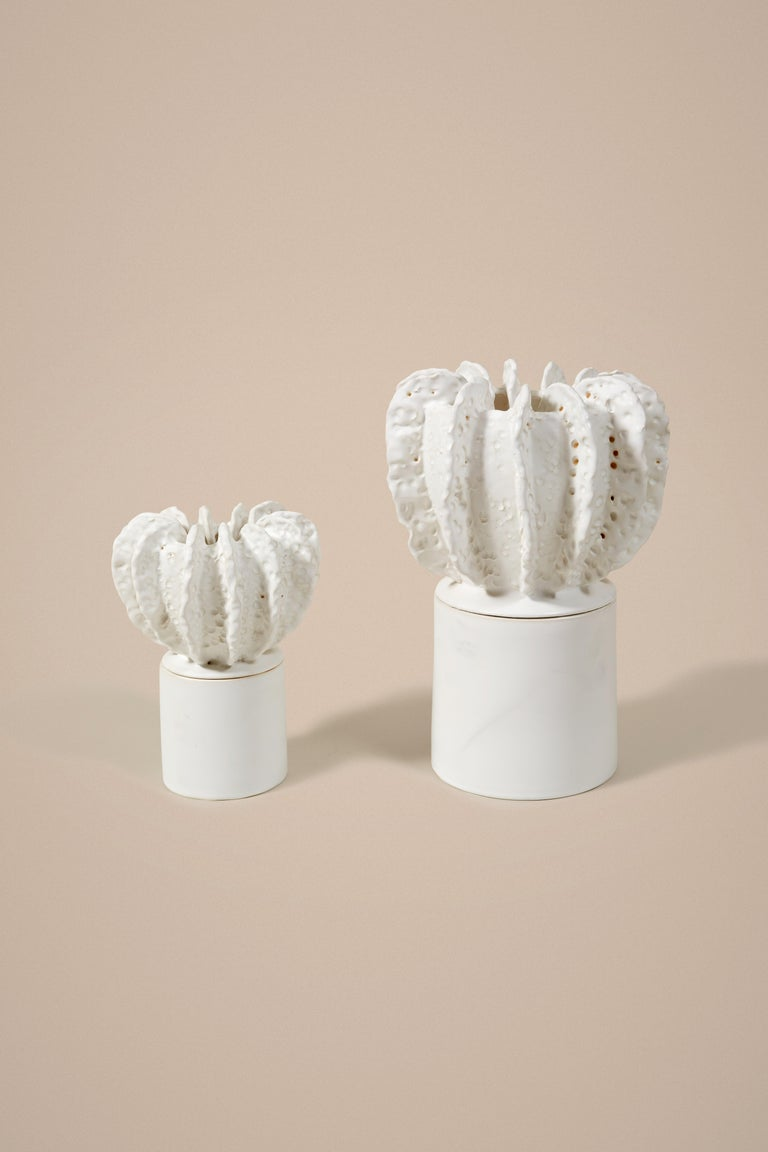 Glazed White Large Candleholder With Sculpted Lid By Laura Gonzalez In New Condition For Sale In Paris, FR
