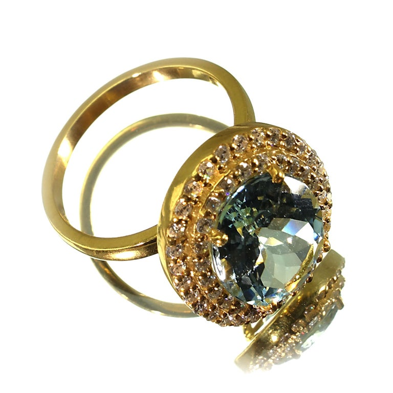 Women's or Men's Glittering oval Aquamarine with Zircon Halo Cocktail Ring For Sale