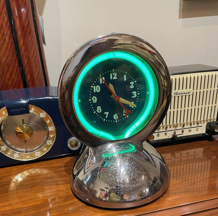 Art Deco Glodial neon chrome desk clock with turquoise green Neon. Very rare and original light. Great looking dial with unusual green color. Hard to make new neon with this color. Mostly you see orange, pink & green. The clock and chrome body are