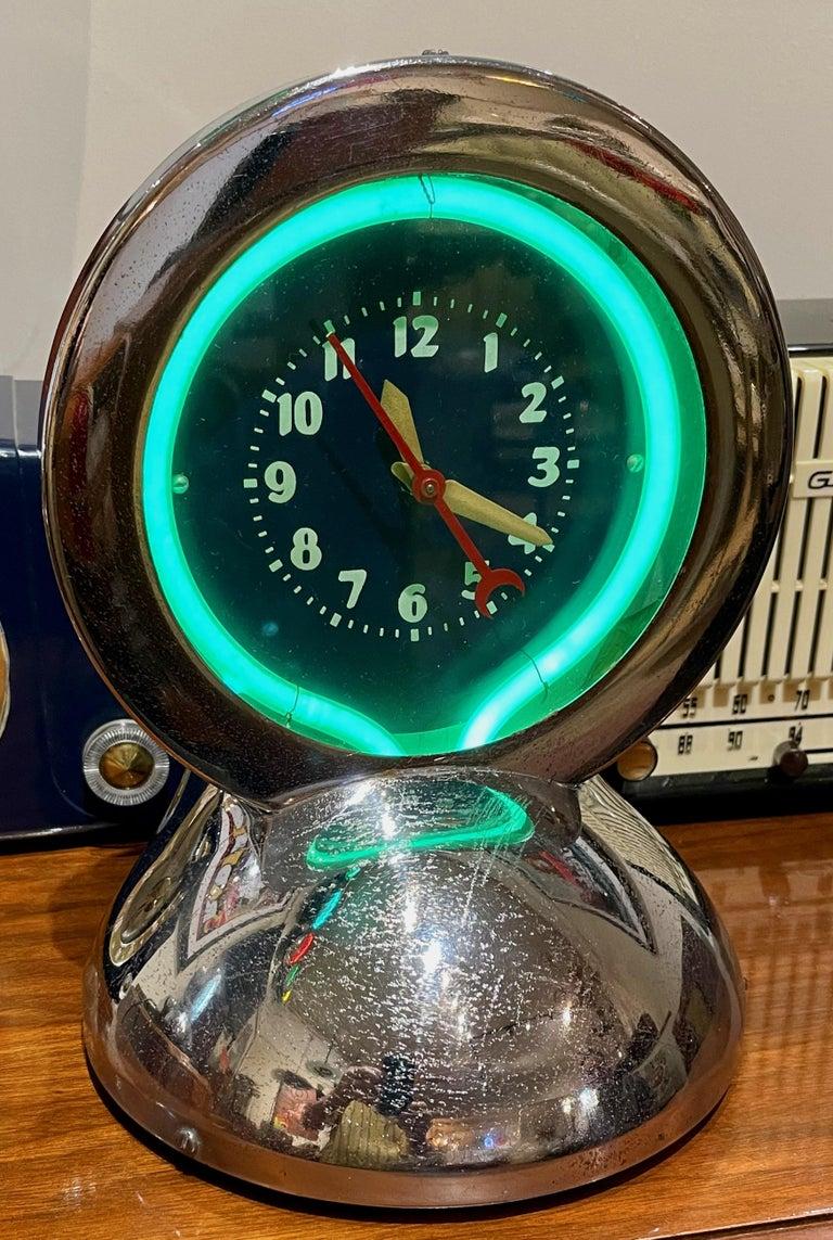 Art Deco Glo Dial Neon Chrome Desk Clock with Original Green Neon For Sale