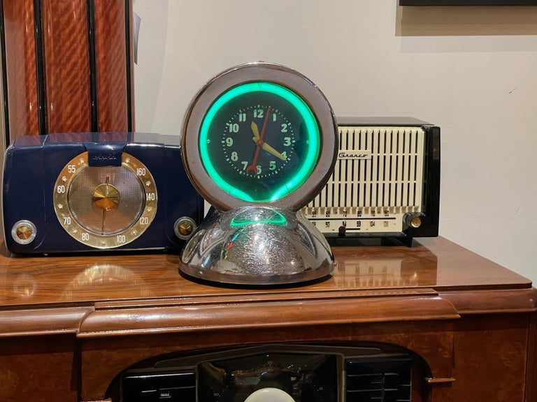 Metal Glo Dial Neon Chrome Desk Clock with Original Green Neon For Sale