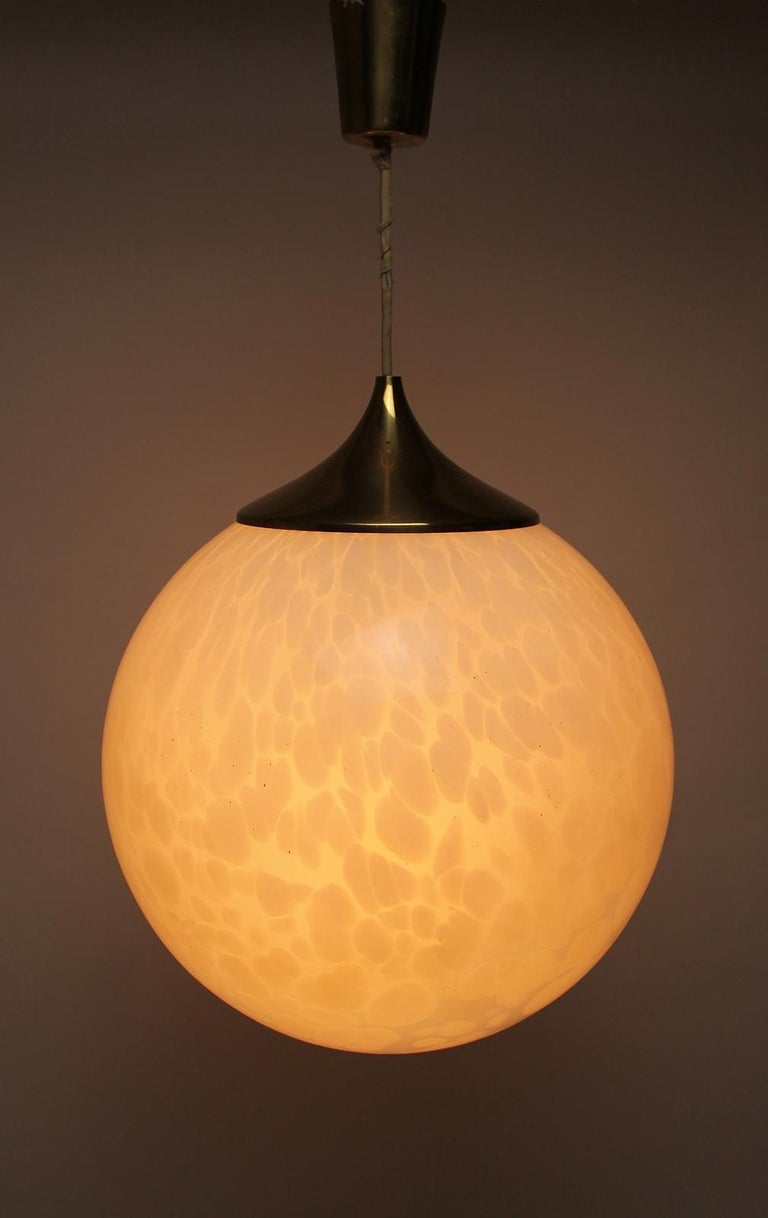 A very impressive A Murano Mazzega large globe pendant chandelier in white mottled blown glass from the 1970s The Murano glass has a bubble effect encased in the glass. In good vintage condition with no chips. The lamp takes one standard base