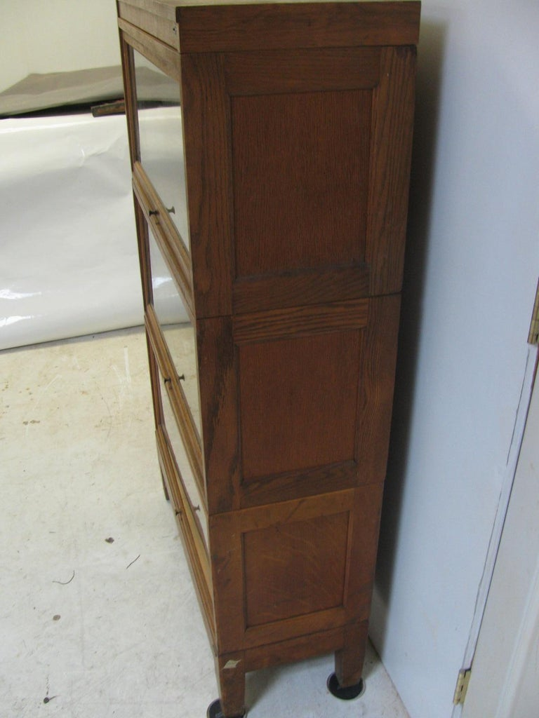 Globe Wernicke Oak Stacking Barrister Five Section Bookcase, circa 1920 In Good Condition For Sale In Port Jervis, NY
