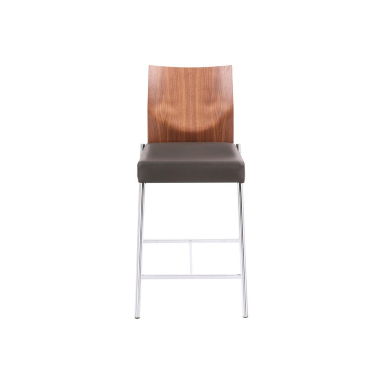 One design concept — many prototypes: be they conventional chairs, catilevers or barstools including the pneumatic spring type, GLOOH, aside from having an extensive range and comfort to offer, conveys an unmistakable design. Small wonder that GLOOH