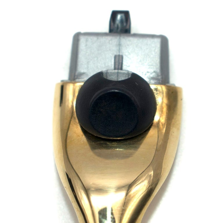 G.Lorenzi Milano Mother of Pearl and 18k Yellow Gold Razor In Excellent Condition For Sale In London, GB