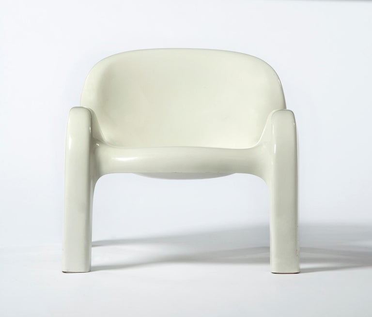 GN2 plastic lounge chair. Designed by Peter Ghyczy for Reuter's Form + Life collection, Germany, 1970. (Seat: 14