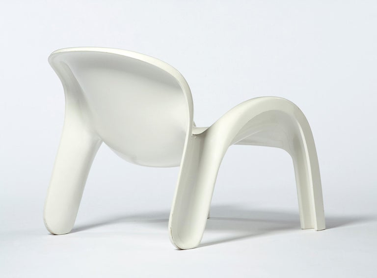 GN2 White Plastic Lounge Chair by Peter Ghyczy, 1970 In Good Condition For Sale In New York, NY