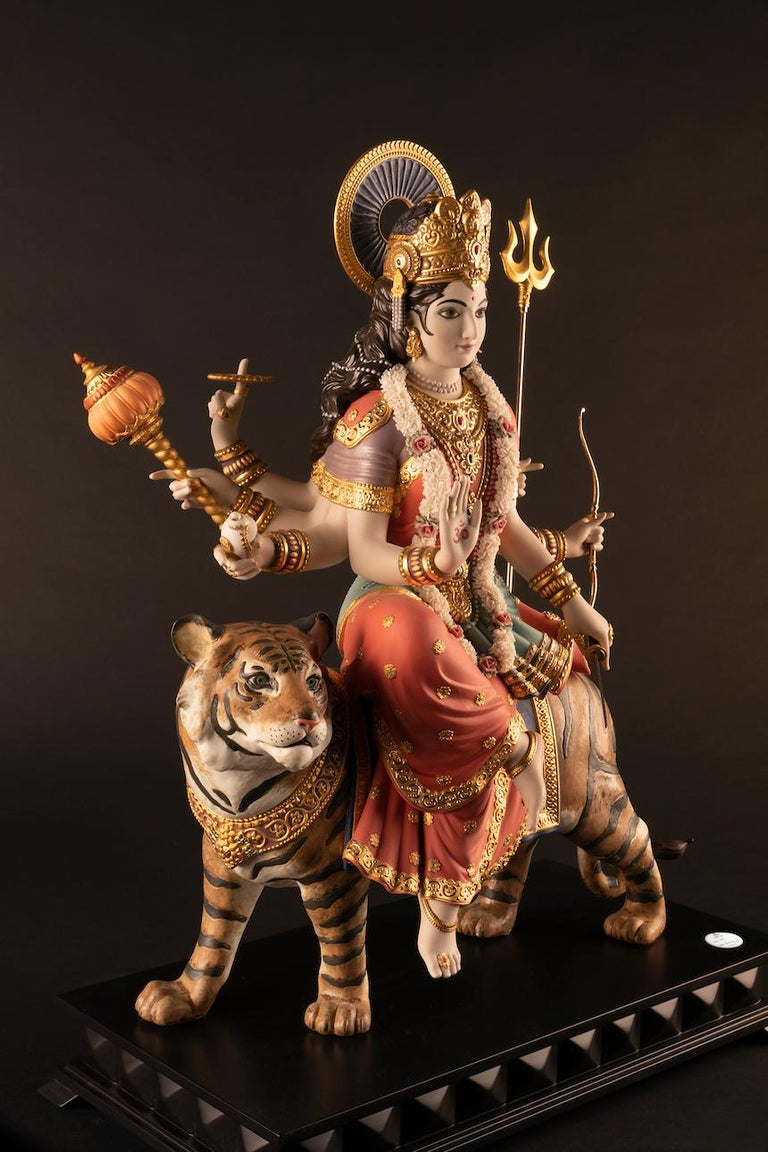 Believed to be one of the most powerful goddesses and one of the most venerated by Hindus, Goddess Durga now arrives from the Lladró workshops for the first time in a majestic limited edition, which bears the stamp of excellence of all the great