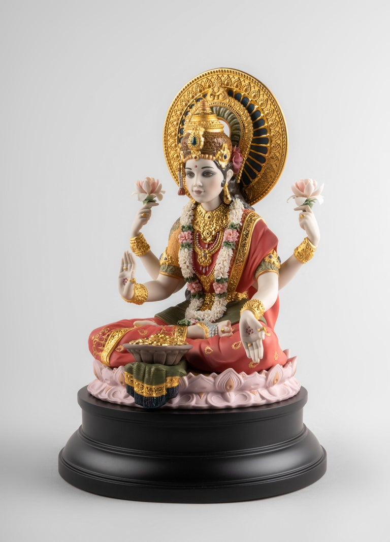 Goddess Lakshmi, the Hindu divinity of fortune and prosperity, is portrayed once again by Lladró artists, this time with a specific focus on the details. The wealth of the ornamentation in the necklaces, bracelets, sashes and sari is exquisite, on a