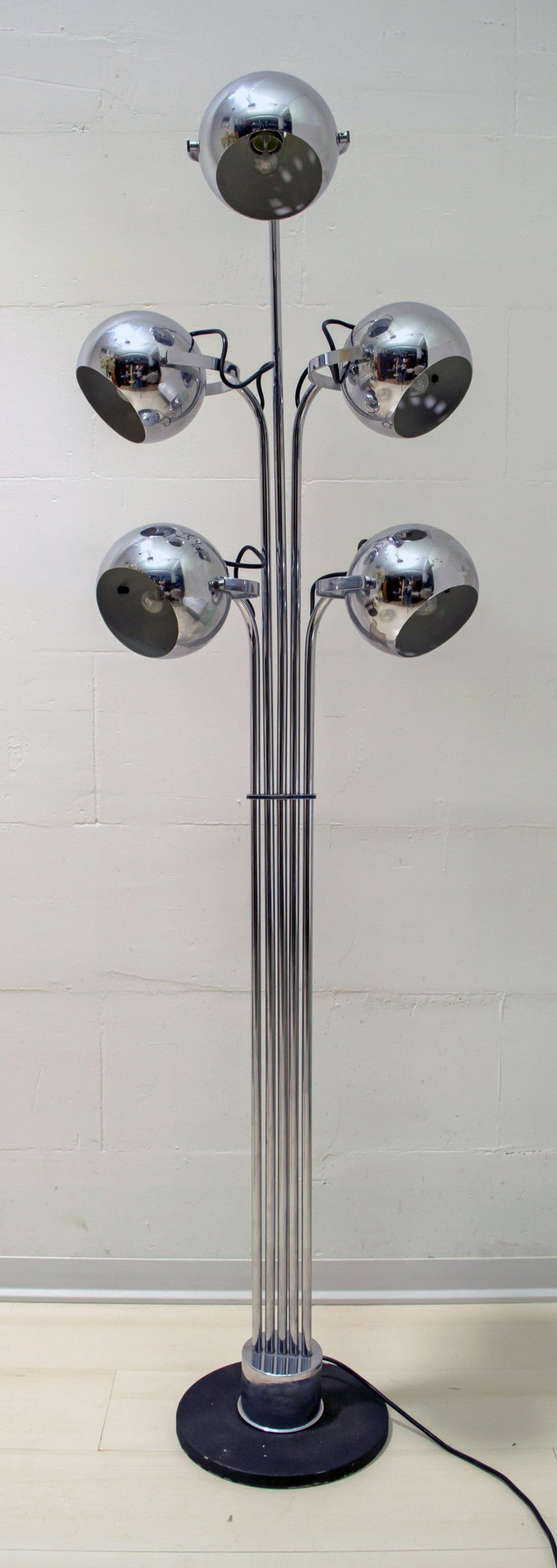 Goffredo Reggiani Mid-Century Modern Italian 5 Lights Chrome Floor Lamp, 1970s In Good Condition For Sale In Cerignola, Italy Puglia