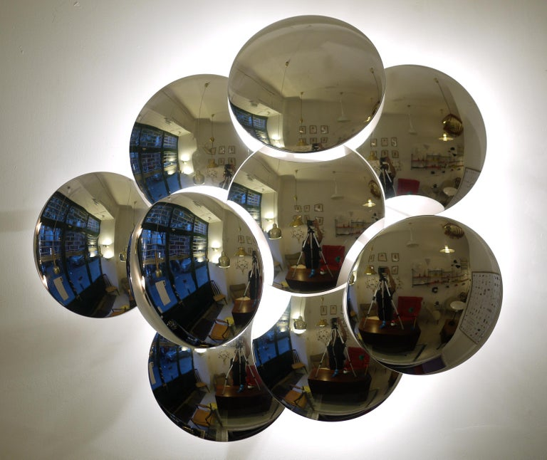 An original Reggiani nine convex disc sconce edited in the 1970s.The nine discs are minutes on a standard eléctrical base. Excellent condition.
