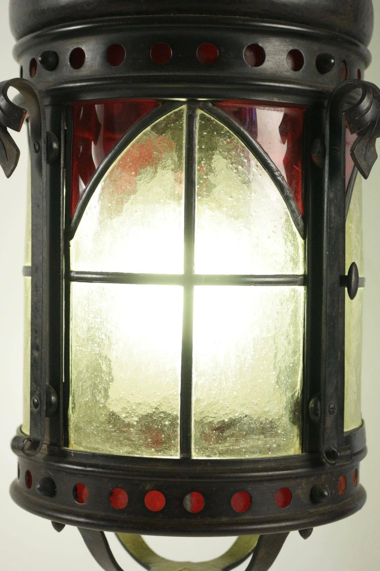 Gohic single light lantern in wrought iron and glass. From the end of the 19th century.