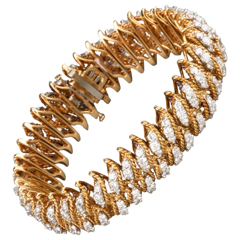 Gold and 15 Carat Diamonds French Vintage Bracelet For Sale