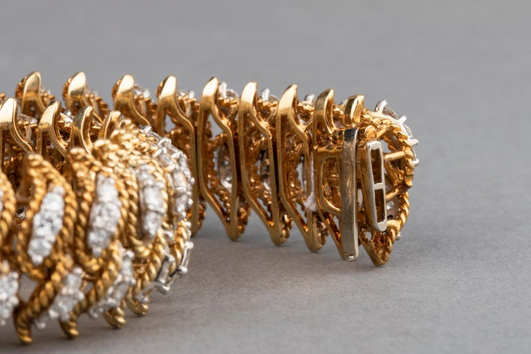 Gold and 15 Carat Diamonds French Vintage Bracelet In Good Condition For Sale In Saint-Ouen, FR