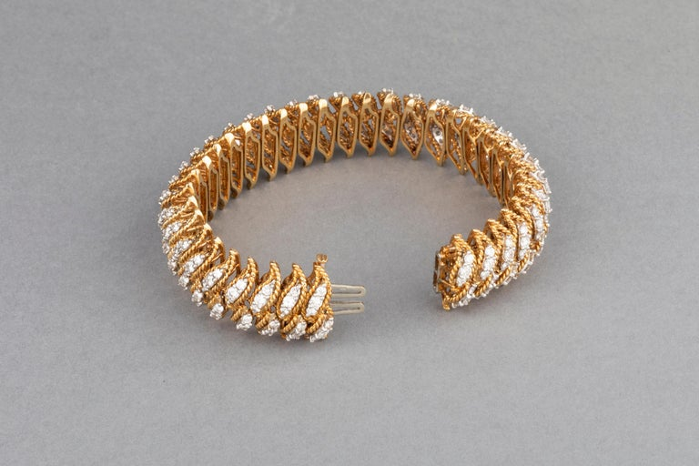 Gold and 15 Carat Diamonds French Vintage Bracelet For Sale 1
