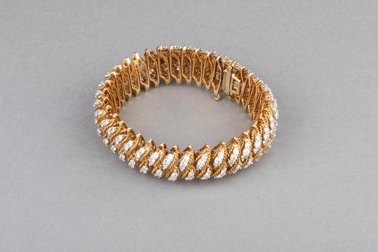 Gold and 15 Carat Diamonds French Vintage Bracelet For Sale 2