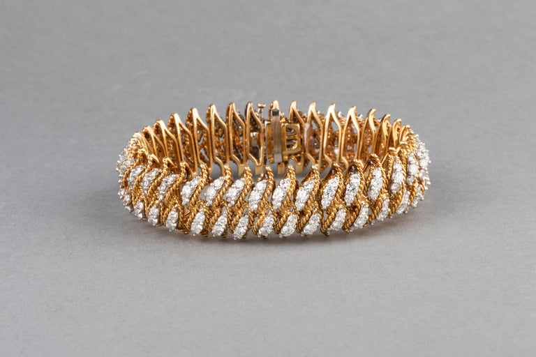 Gold and 15 Carat Diamonds French Vintage Bracelet For Sale 3