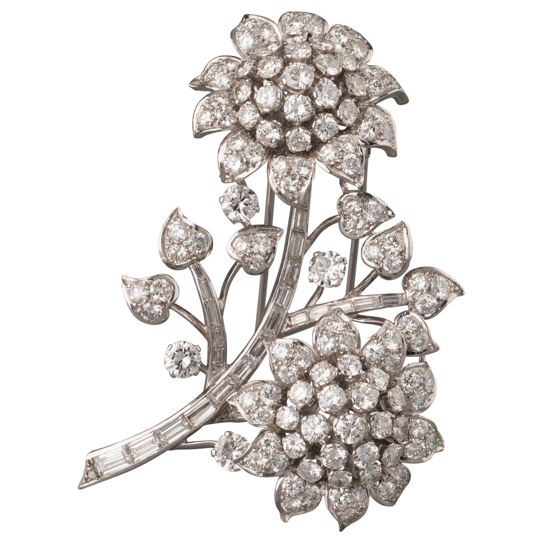 Gold and 17 Carats Diamonds French Vintage Brooch