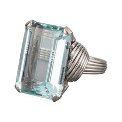 Gold and 25 Carats Aquamarine French Vintage Ring