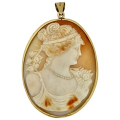 Gold and Cameo Pendant, Depicting a Victorian Lady
