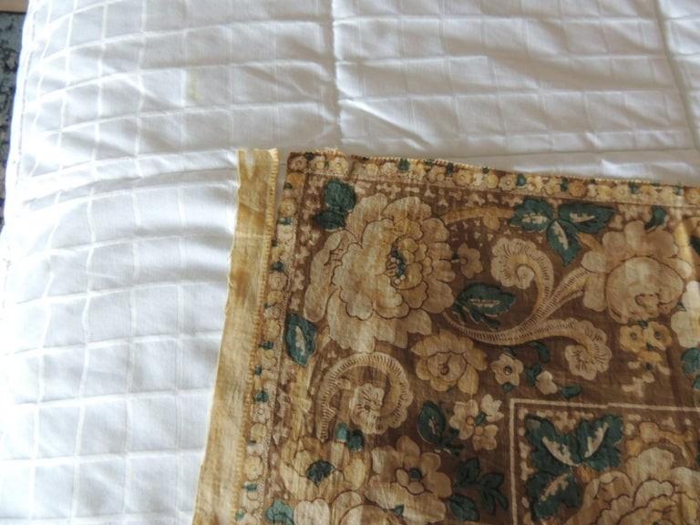 Gold and Green Antique Square Printed Table Topper In Good Condition For Sale In Wilton Manors, FL