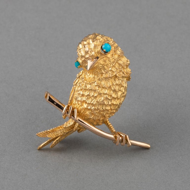Round Cut Gold and Turquoises French Vintage Bird Brooch For Sale