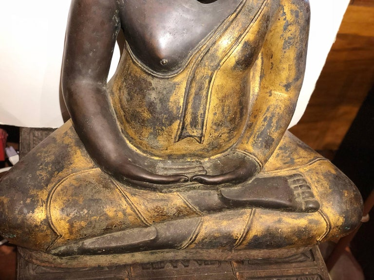 Gold Black Buddha Statue Bronze Thailand In Excellent Condition For Sale In Carmel Valley, CA