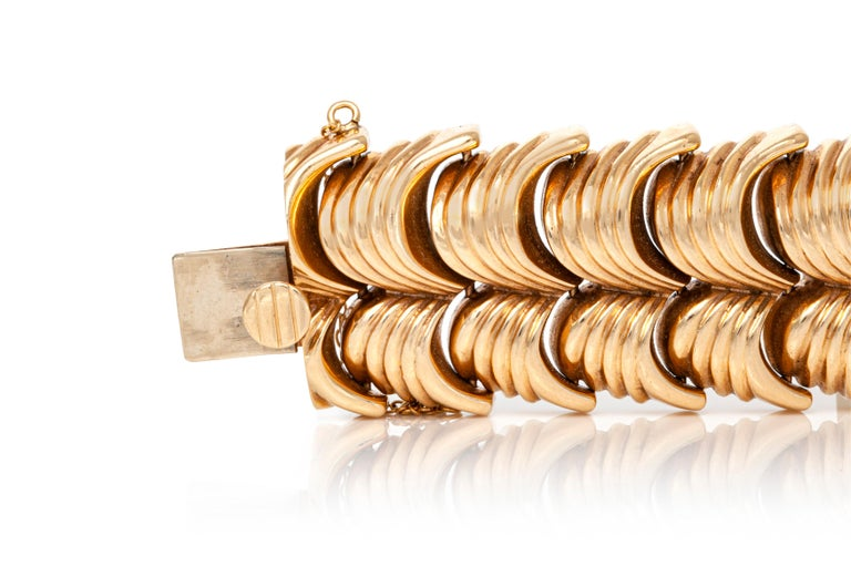 Gold Bracelet In Good Condition For Sale In New York, NY
