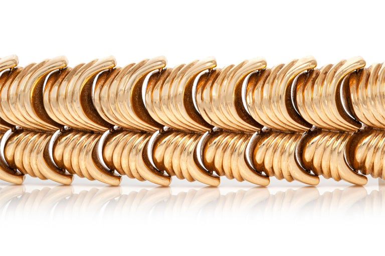 Bracelet, finely crafted in 14k yellow gold weighing 77.2 DWT.