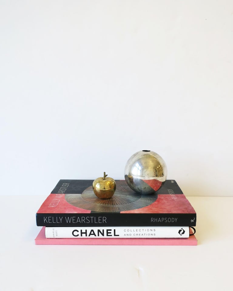 Gold Bronze Apple Sculpture Decorative Object In Good Condition For Sale In New York, NY
