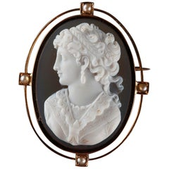 Gold Brooch with Agate Cameo and Pearls, 19th Century