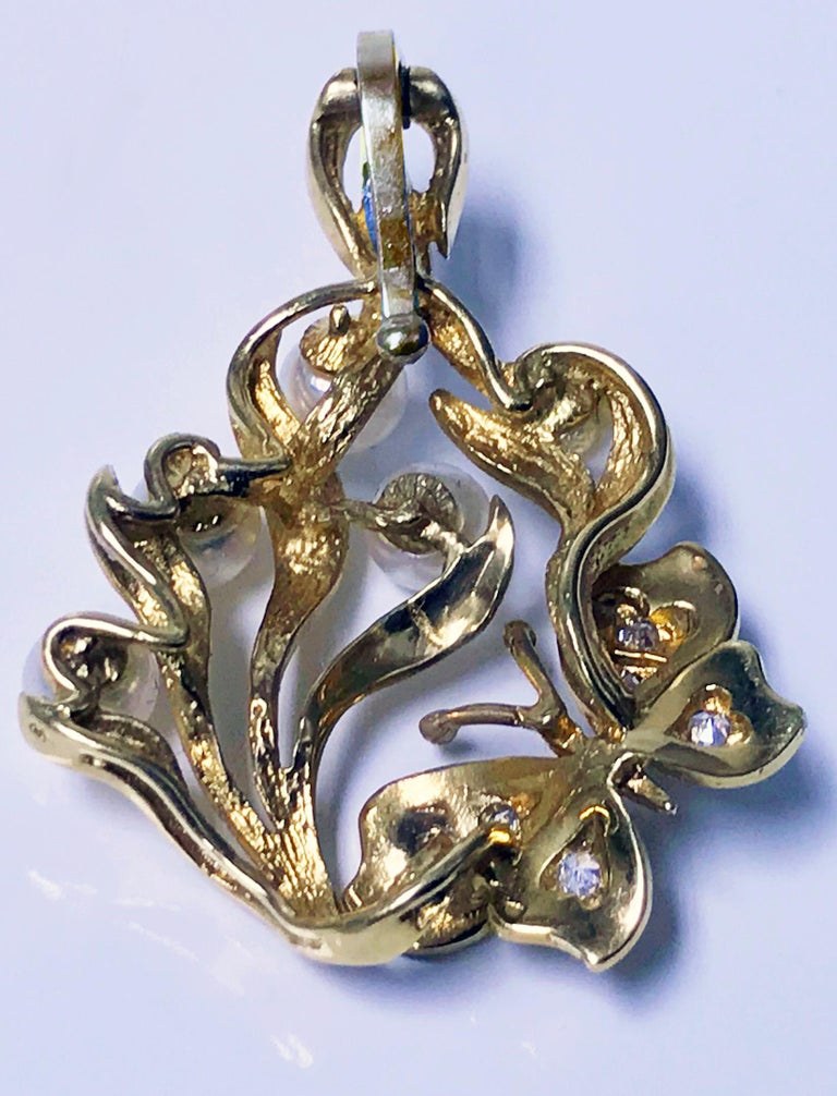 Gold Butterfly Pendant Pearl Diamond In Good Condition For Sale In Toronto, ON