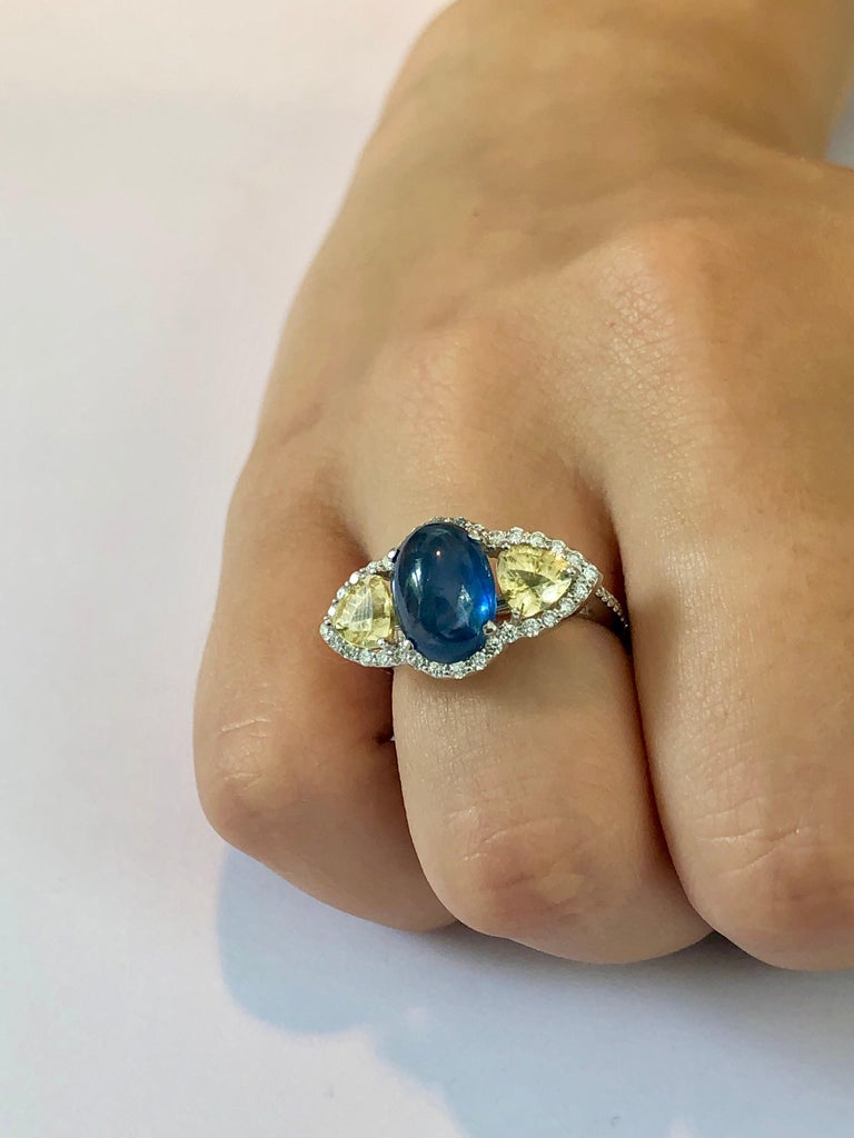 Cabochon Sapphire Yellow Sapphire Diamond Cocktail Gold Ring Weighing 6.74 Carat For Sale 2