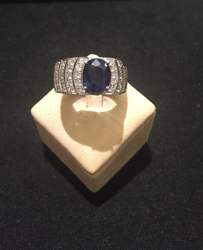 Retro 4.20 Oval Blue Sapphire and Diamonds White Gold 18 Karat Cocktail Ring For Sale