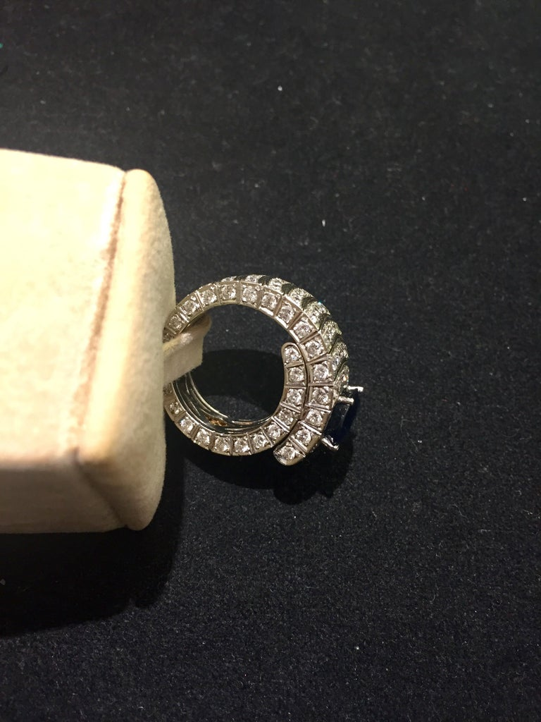 Women's or Men's 4.20 Oval Blue Sapphire and Diamonds White Gold 18 Karat Cocktail Ring For Sale