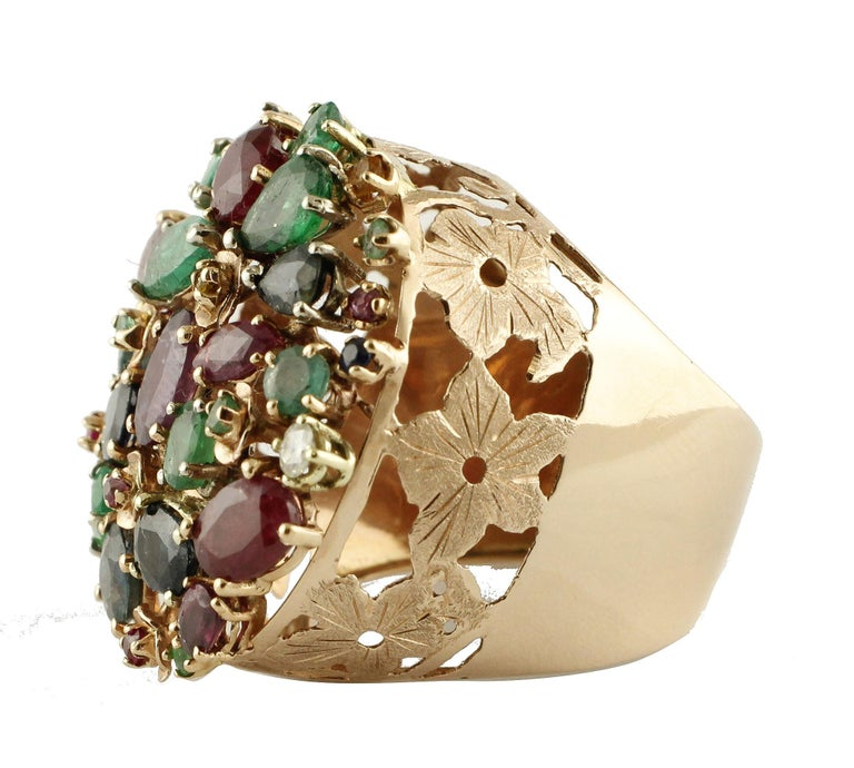 Cluster Ring in14kt yellow gold composed of diamonds, rubies ,sapphires and emeralds, with a carved gold base. diamonds 0.06kt gems 9.57kt tot weight 10.7gr r.f. uiic For any enquires, please contact the seller through the message center.