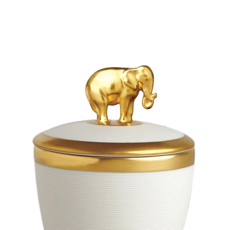 Candle box gold elephant white made in porcelain with elephant on the lid. In white finish porcelain in 24-karat gold-plated. Include paraffin wax with single wick. Delivered in a luxury gift box.