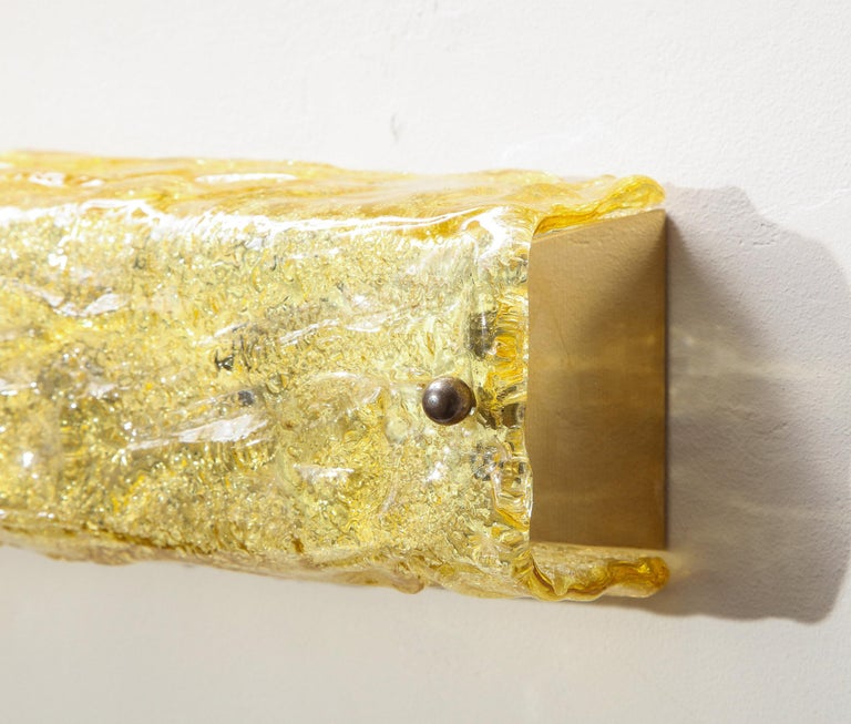 Gold Glass Wall Light In Excellent Condition For Sale In New York, NY