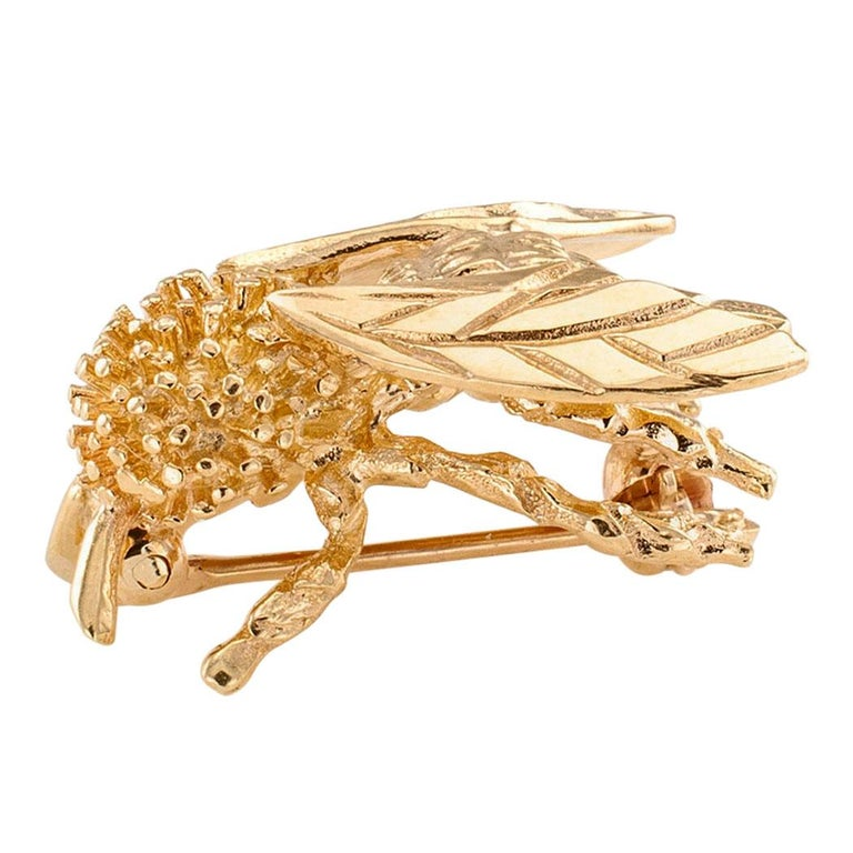 Gold Honeybee Brooch In Good Condition For Sale In Los Angeles, CA