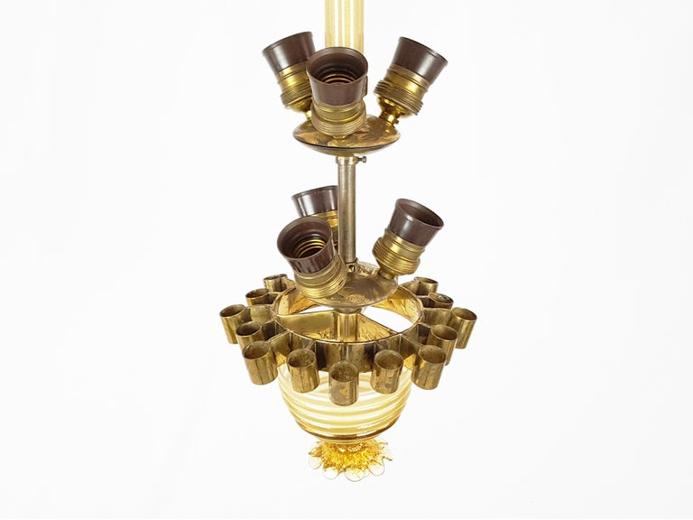 Gold Leaf, Beige Murano Glass & Brass '30s Chandelier by T. Buzzi for Venini For Sale 8