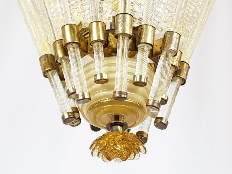 Hand-Crafted Gold Leaf, Beige Murano Glass & Brass '30s Chandelier by T. Buzzi for Venini For Sale