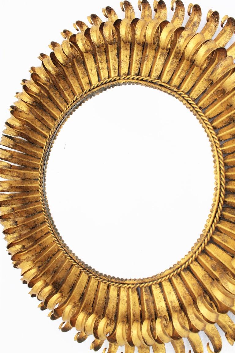 Gold Leaf Gilt Iron Hand-Hammered Eyelash Round Sunburst Mirror, France, 1950s In Excellent Condition For Sale In Barcelona, ES