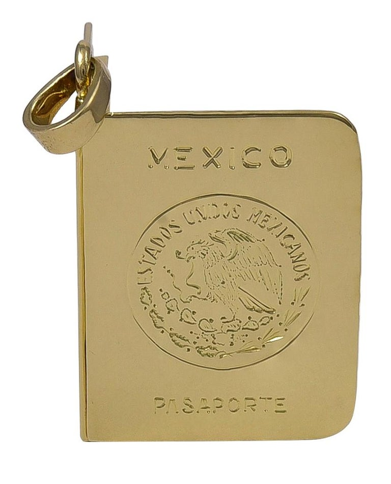 Gold Mexico Passport Charm or Locket In Excellent Condition For Sale In New York, NY